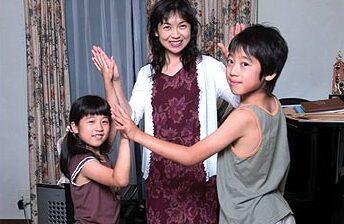 角野隼斗さんと母親の美智子さん